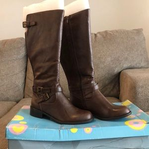 Soda Bio Brown Boots size 7
